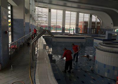 curatare piscina